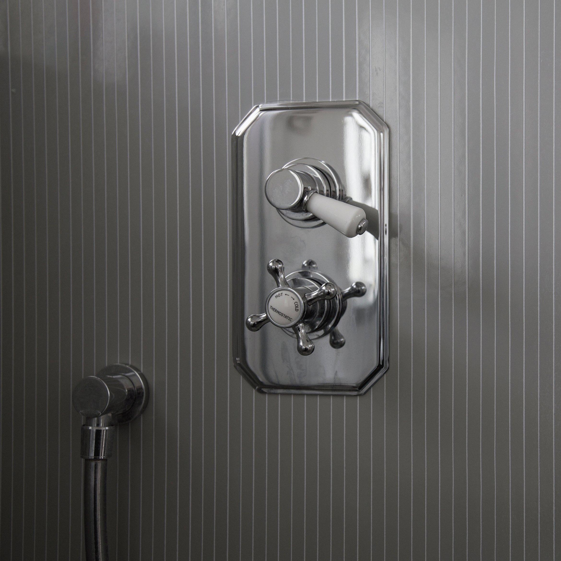 VLAZE Shower